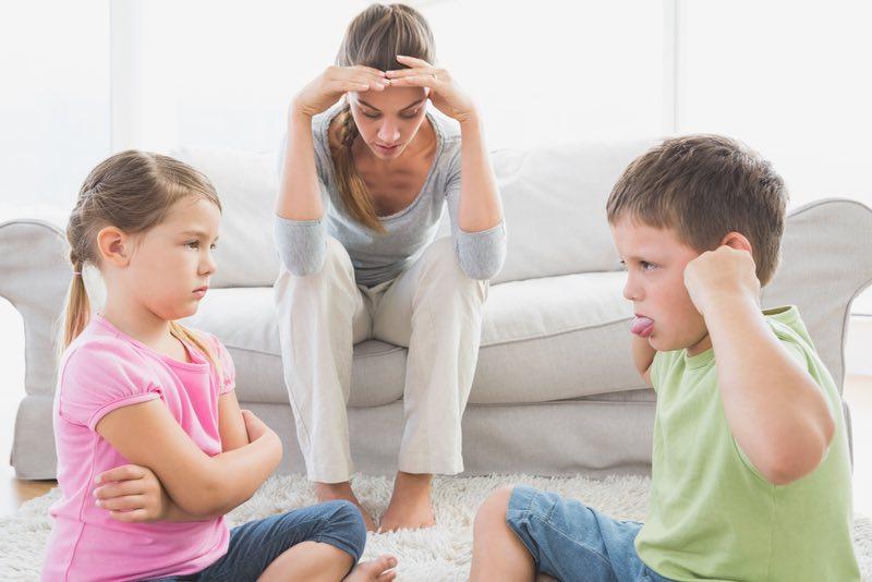 filhos brigam