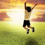 Como criar uma criança de sucesso? Resiliência é uma habilidade necessária. Confira no post como ajudar seu filho a desenvolvê-la.